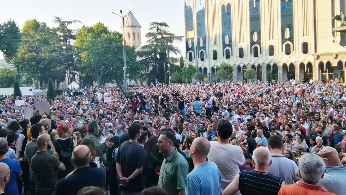 Антиросійські протести у Грузії біля будівлі парламенту 21 червня