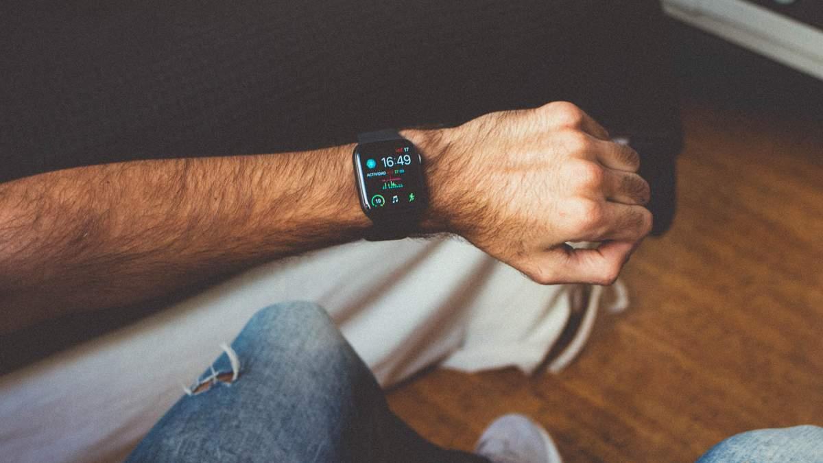 Продажі Apple Watch стрімко падають