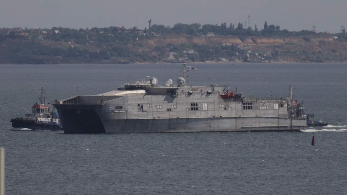 Мощный военный корабль США зашел в порт Одессы, за ним идет следующий: фото