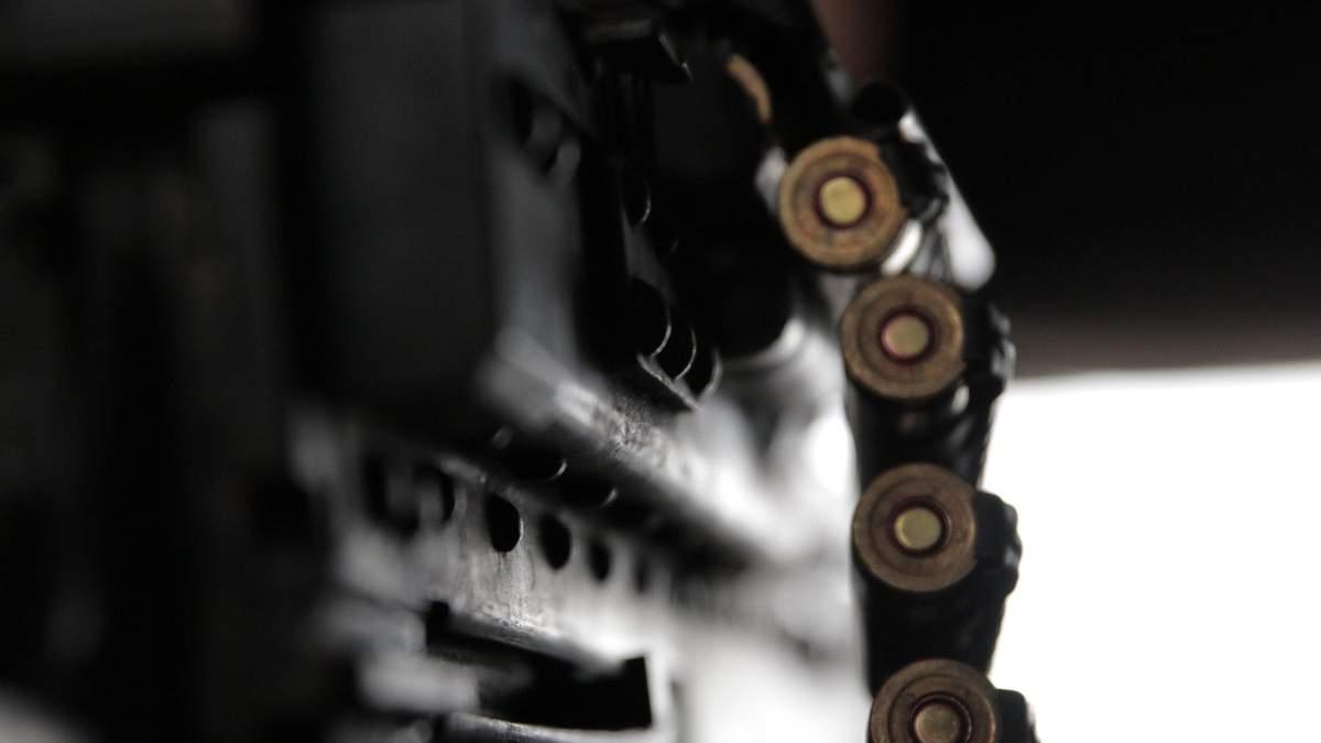 Під обстріл окупантів на Донбасі потрапив патрульний автомобіль: є поранені – фото
