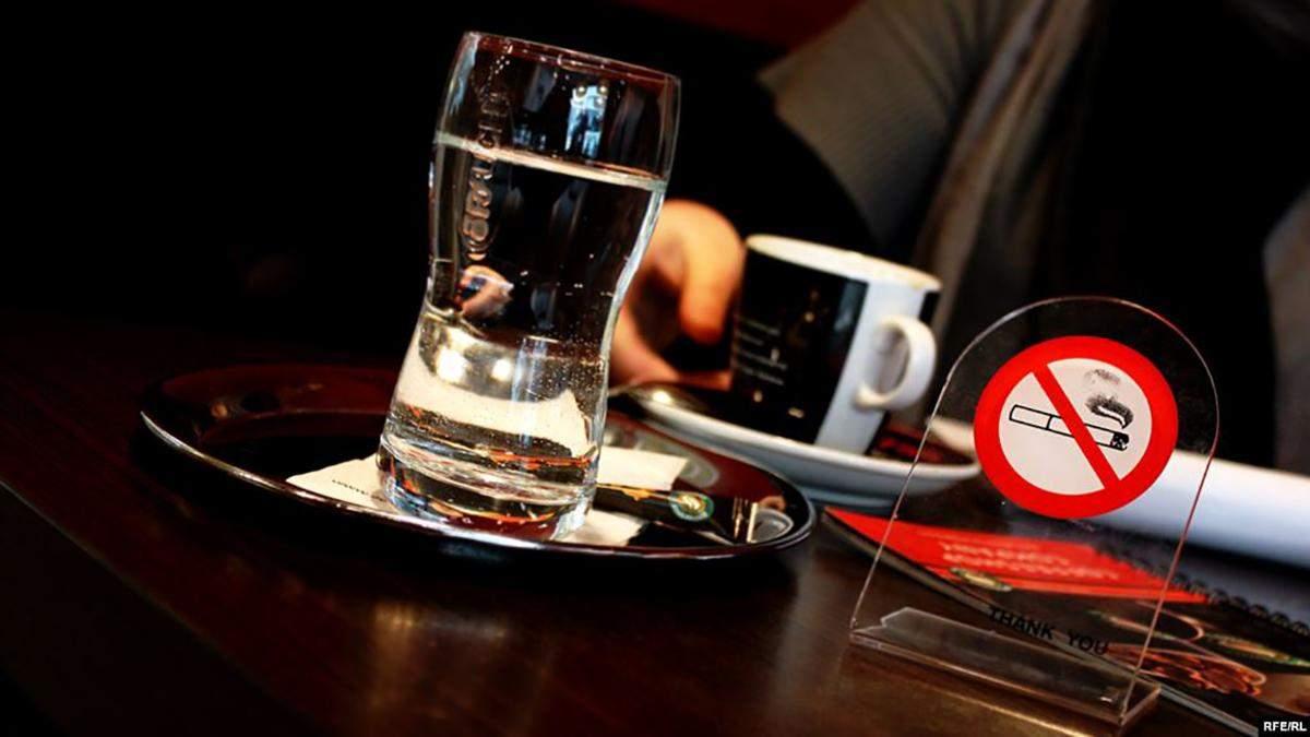 Австрія заборонить курити у барах і ресторанах