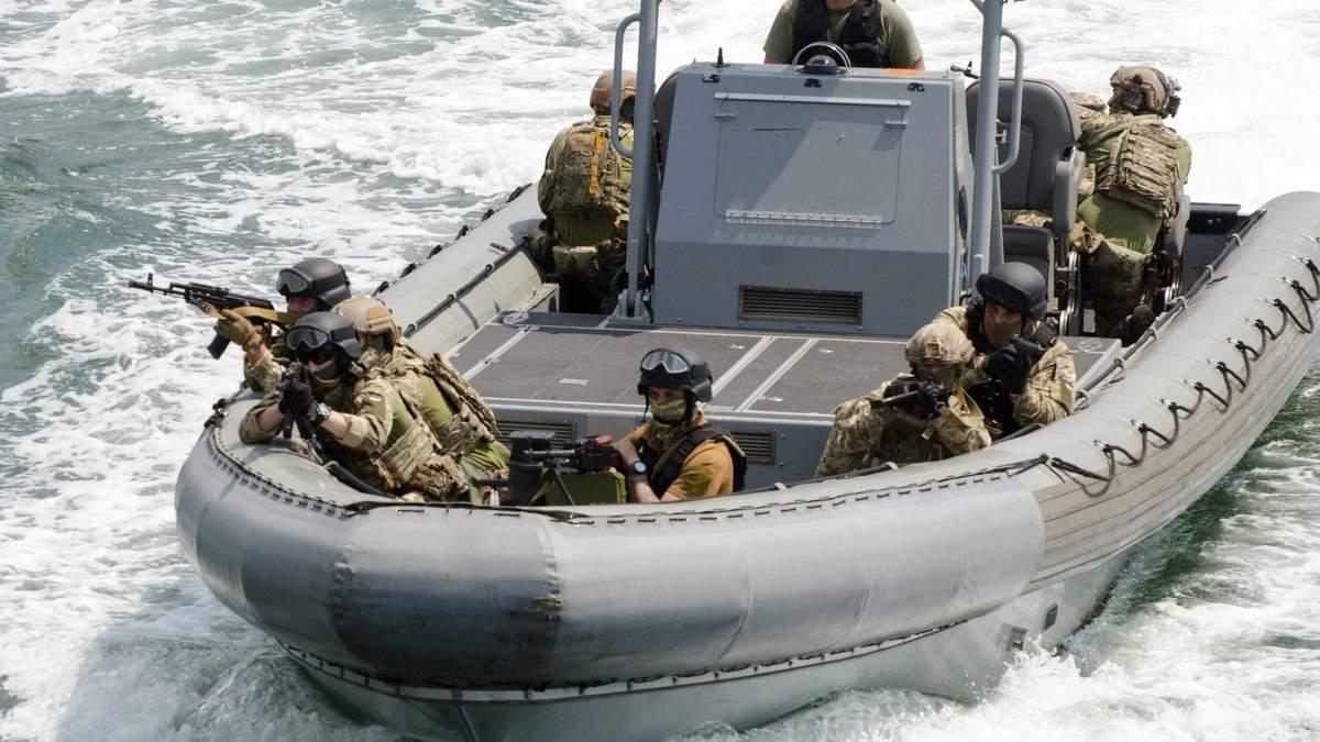 Кораблі України і НАТО вчились оборонятись та захоплювати судна: ефектні фото