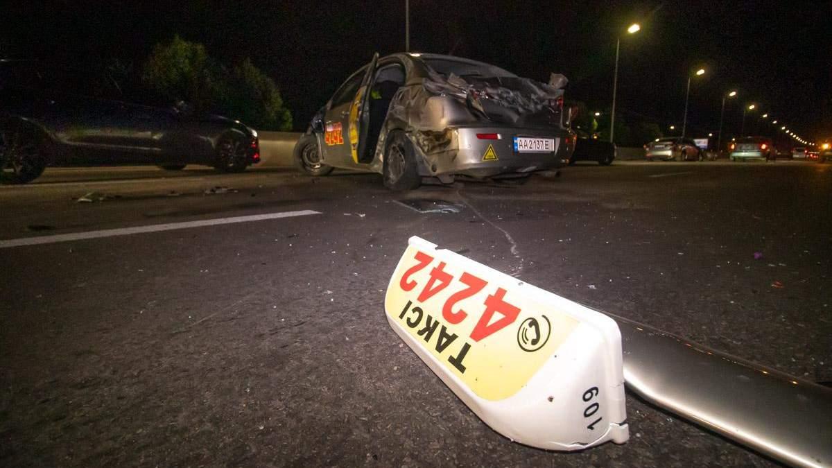Пьяный водитель влетел в такси, в котором была семья с ребенком: есть пострадавшие (фото, видео)