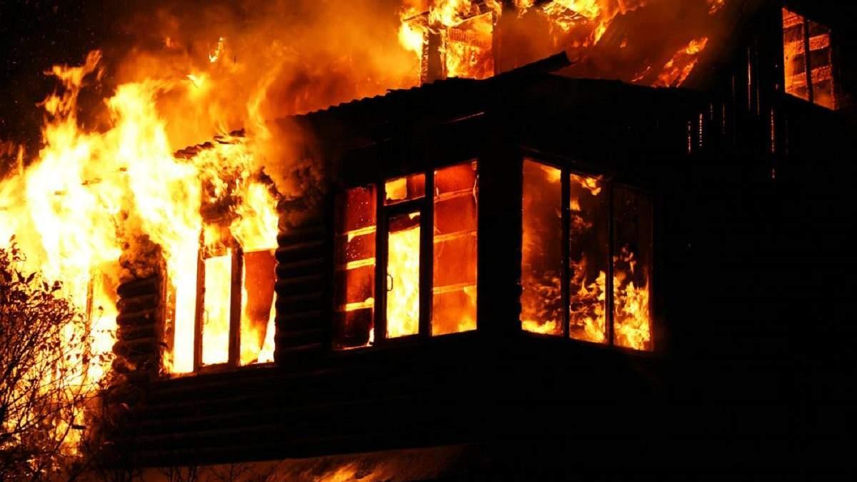 У Варшаві підпалили дім українців та розписали стіни образливими гаслами: фото