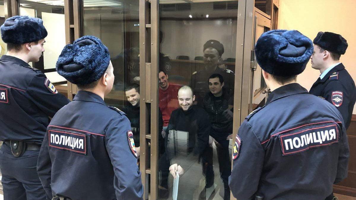Россия только обостряет спор: Украина осудила Кремль за продление ареста моряков