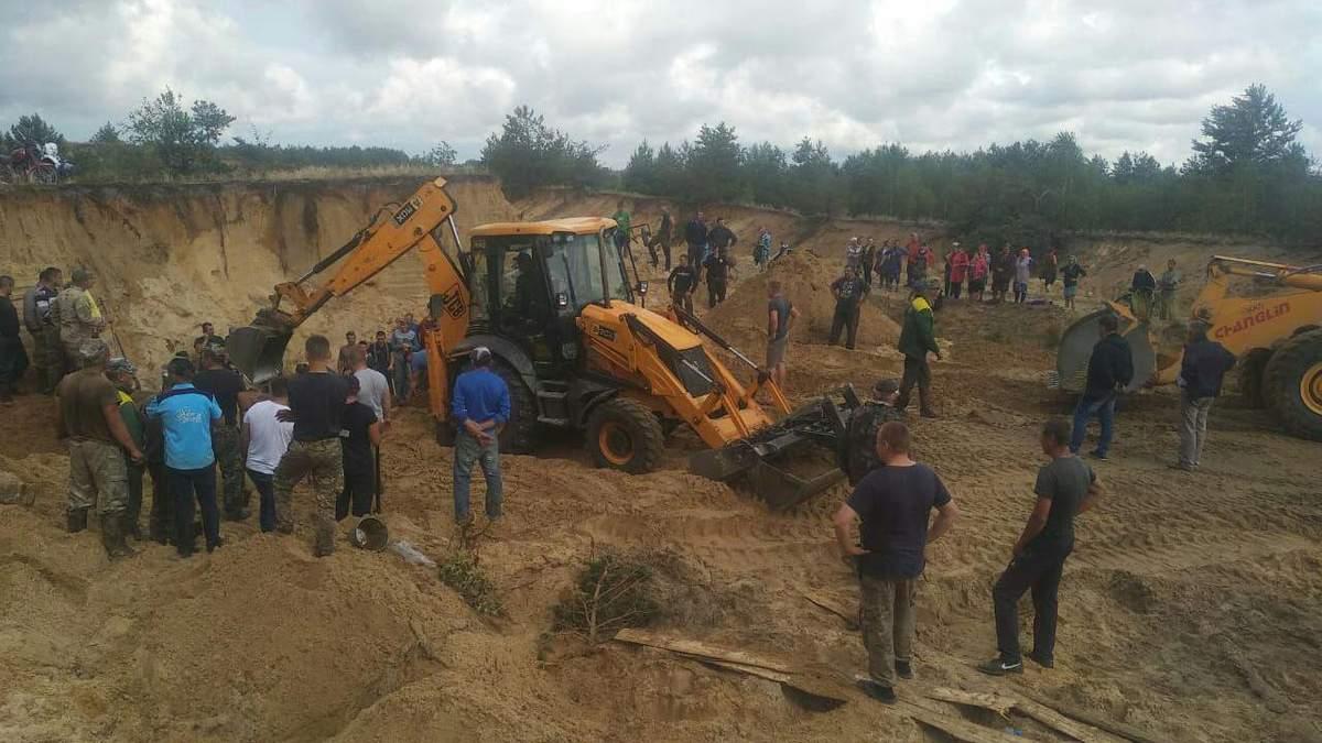 На Рівненщині двох 10-річних хлопців засипали піском на кар'єрі: один загинув, другий – у лікарні