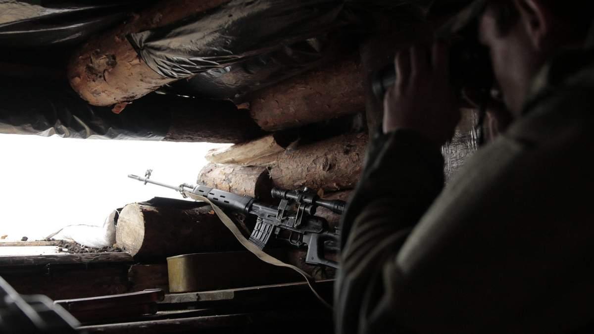 Війна на Донбасі: є втрати, окупанти стріляють із забороненої зброї