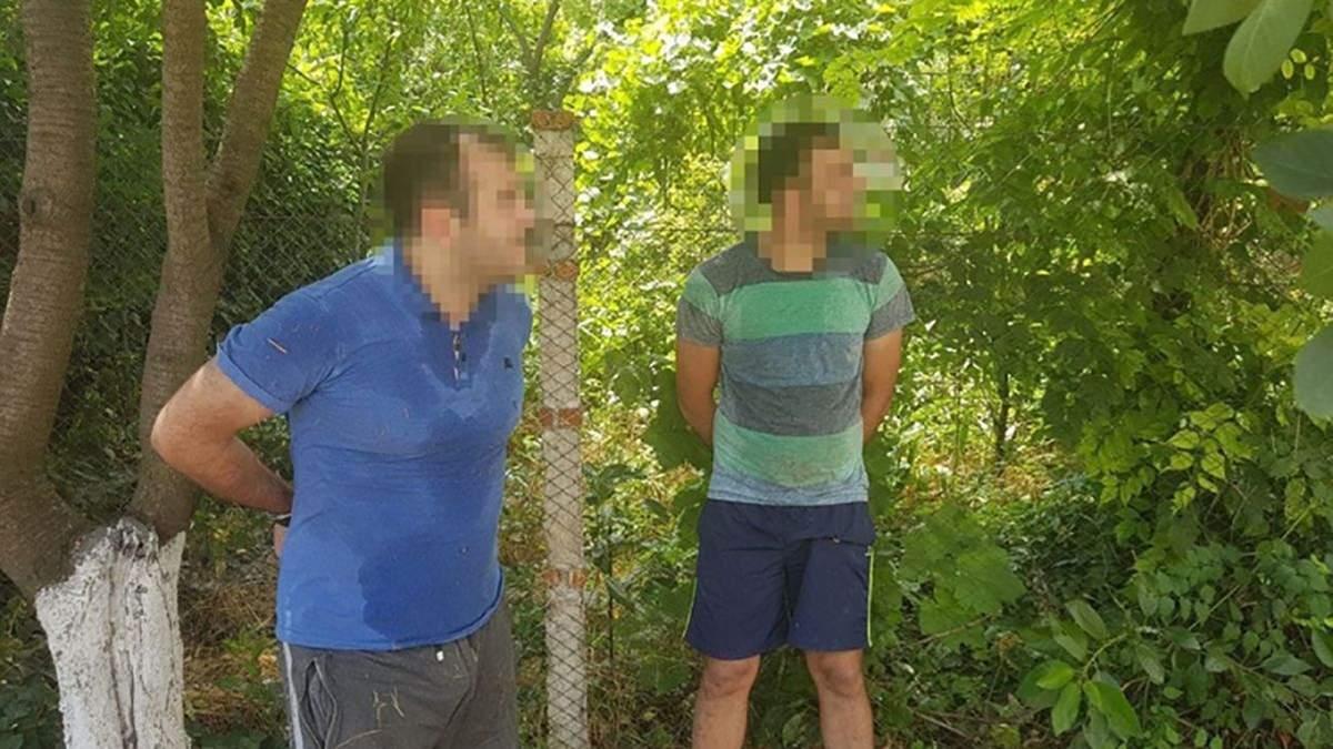 В Одессе горе-воры вылезли из окна квартиры прямо в руки правоохранителей: видео