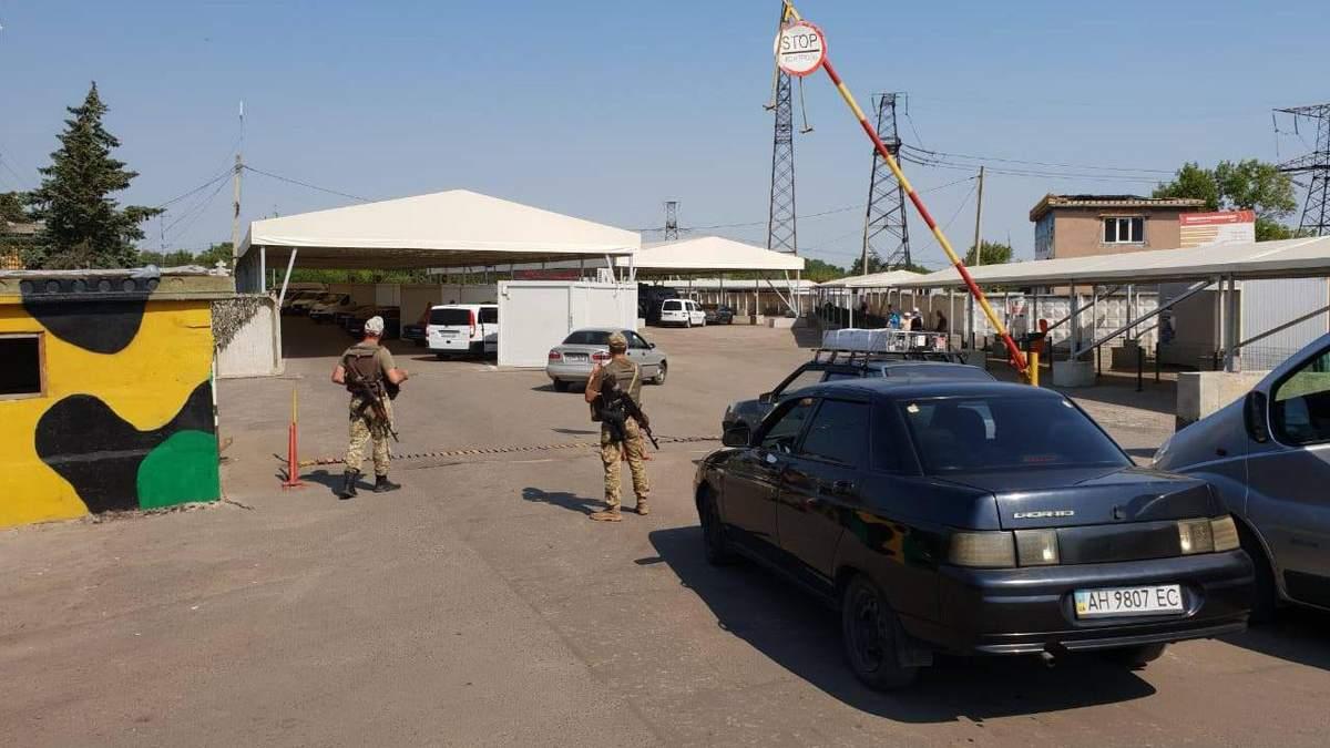 """На Донбасі у день виборів на пункті пропуску """"Майорське"""" знайшли вибухонебезпечні снаряди"""