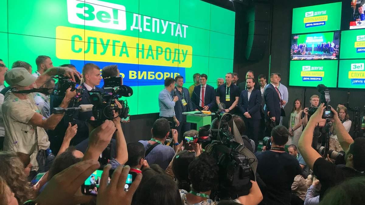 """Володимир Зеленський в штабі """"Слуги народу"""""""