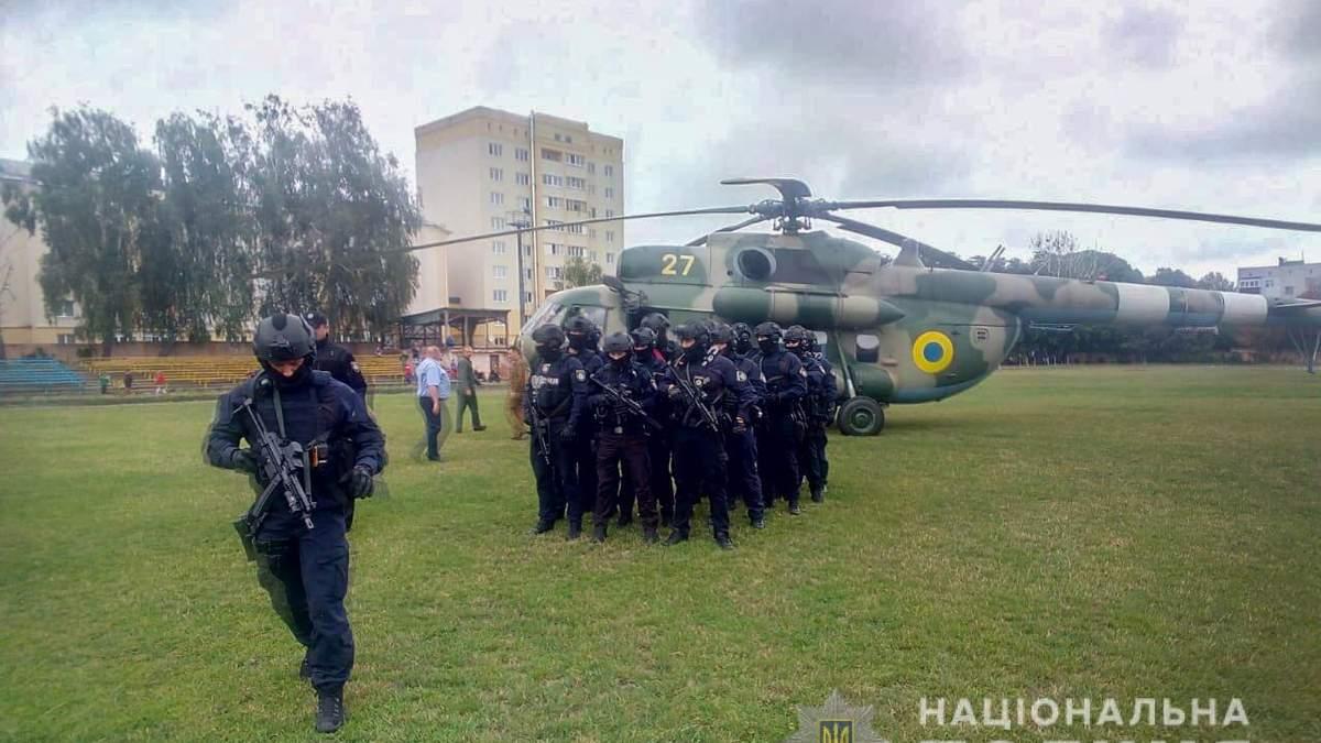 Вертоліт із спецпризначенцями прилетів на округ, де програє Пашинський