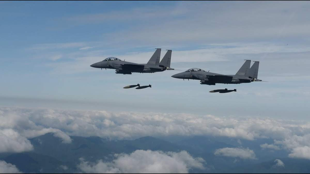 Южнокорейские военные обстреляли боевой самолет россиян
