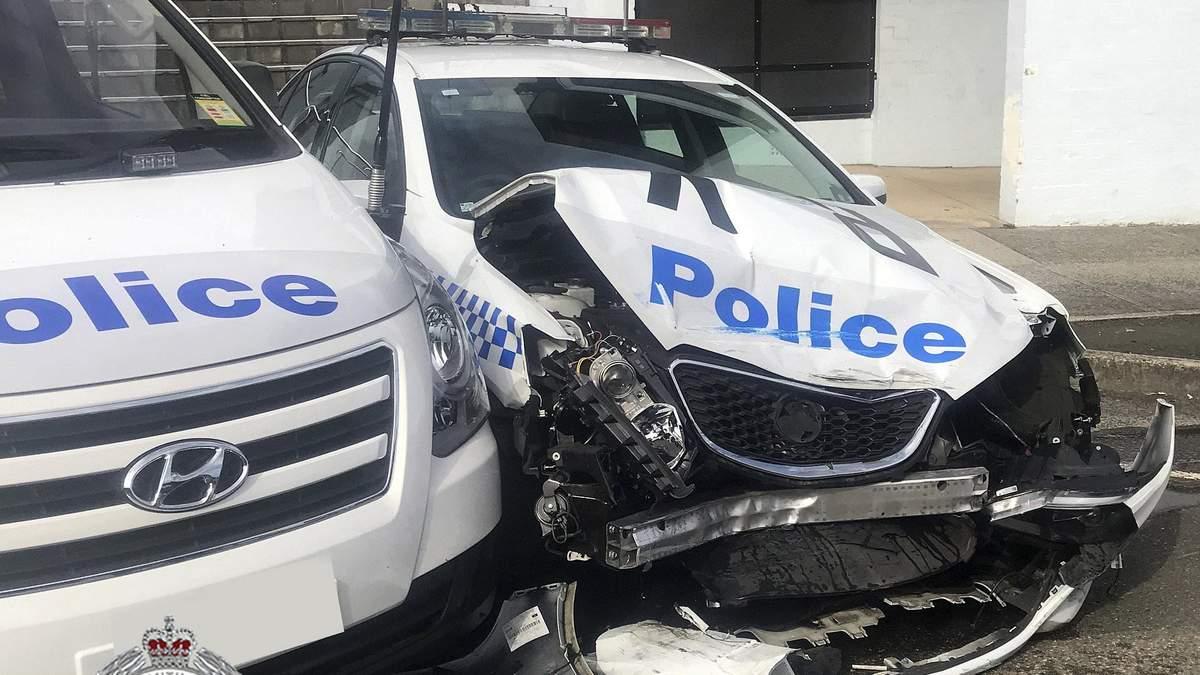 Наркоторговець, що віз майже 300 кілограмів наркотиків, влетів у поліцейське авто