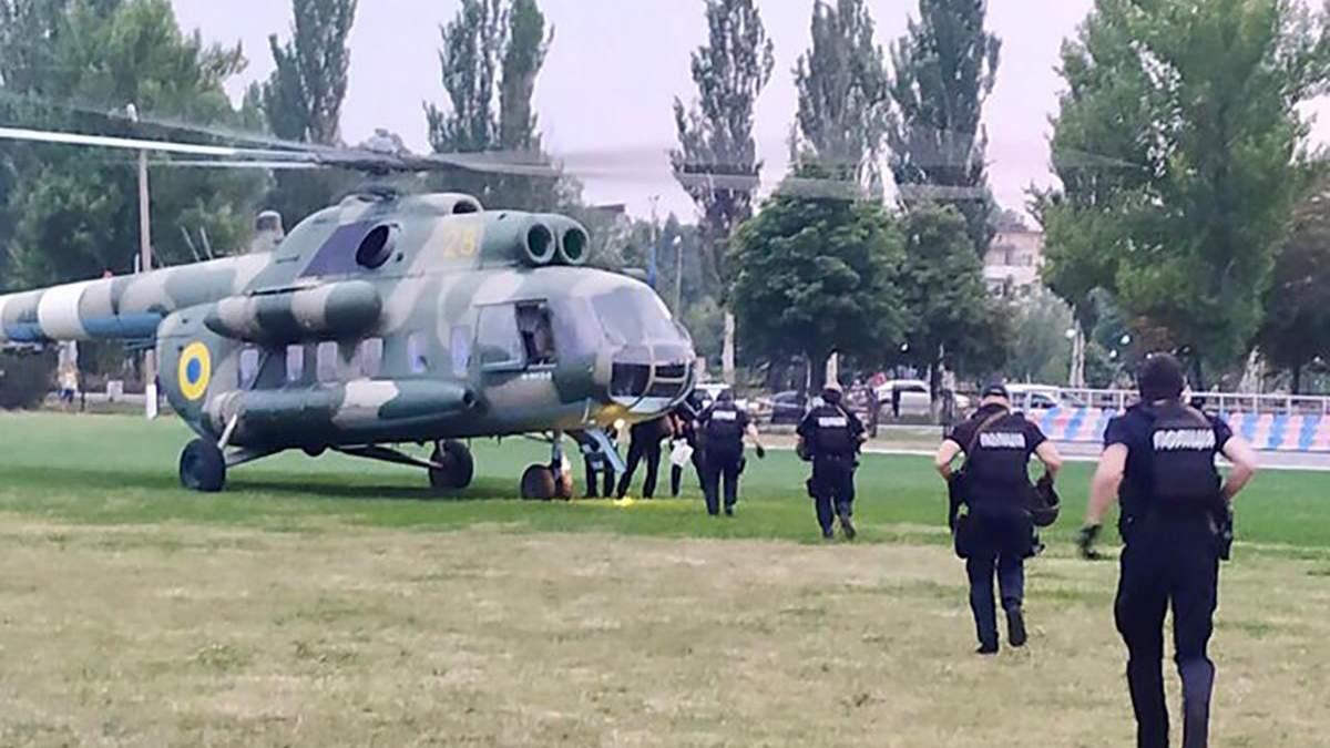Знову гелікоптер: до одного з виборчих округів на Донеччині скерували загін спецпризначення