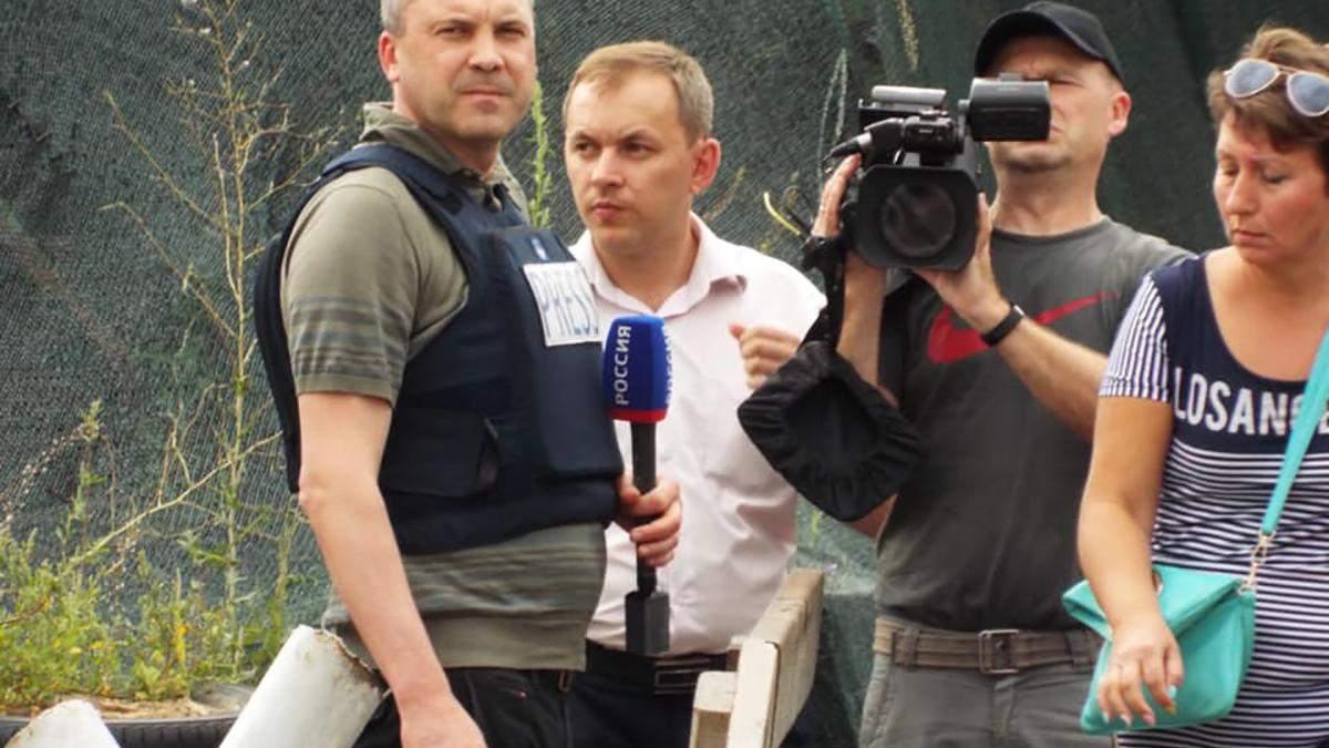 Євген Попов знімає демонтаж українських оборонних споруд у Станиці Луганській