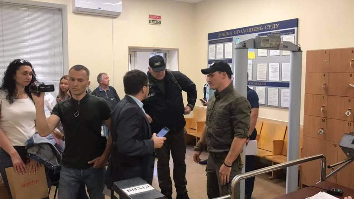 НАБУ та Генпрокуратура обшукали будівлю київського Окружного суду: деталі