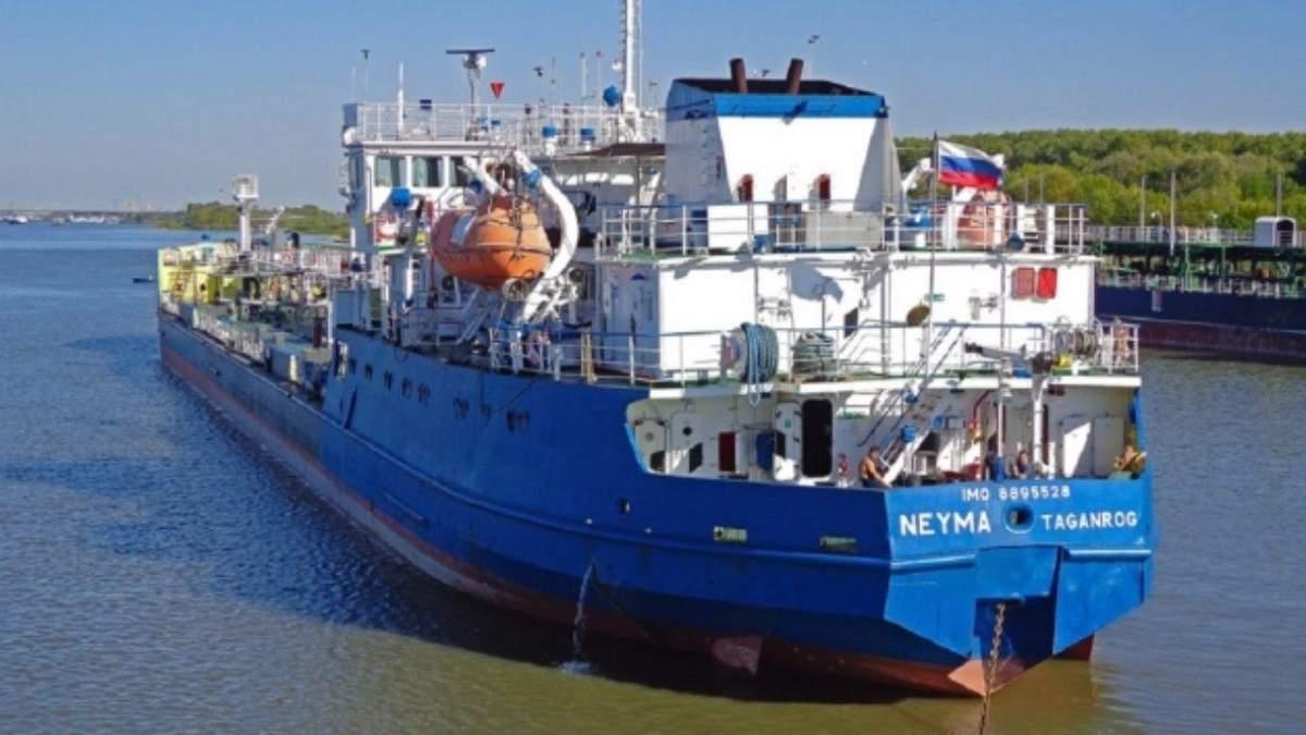 Чому російське судно обходило санкції тривалий час?