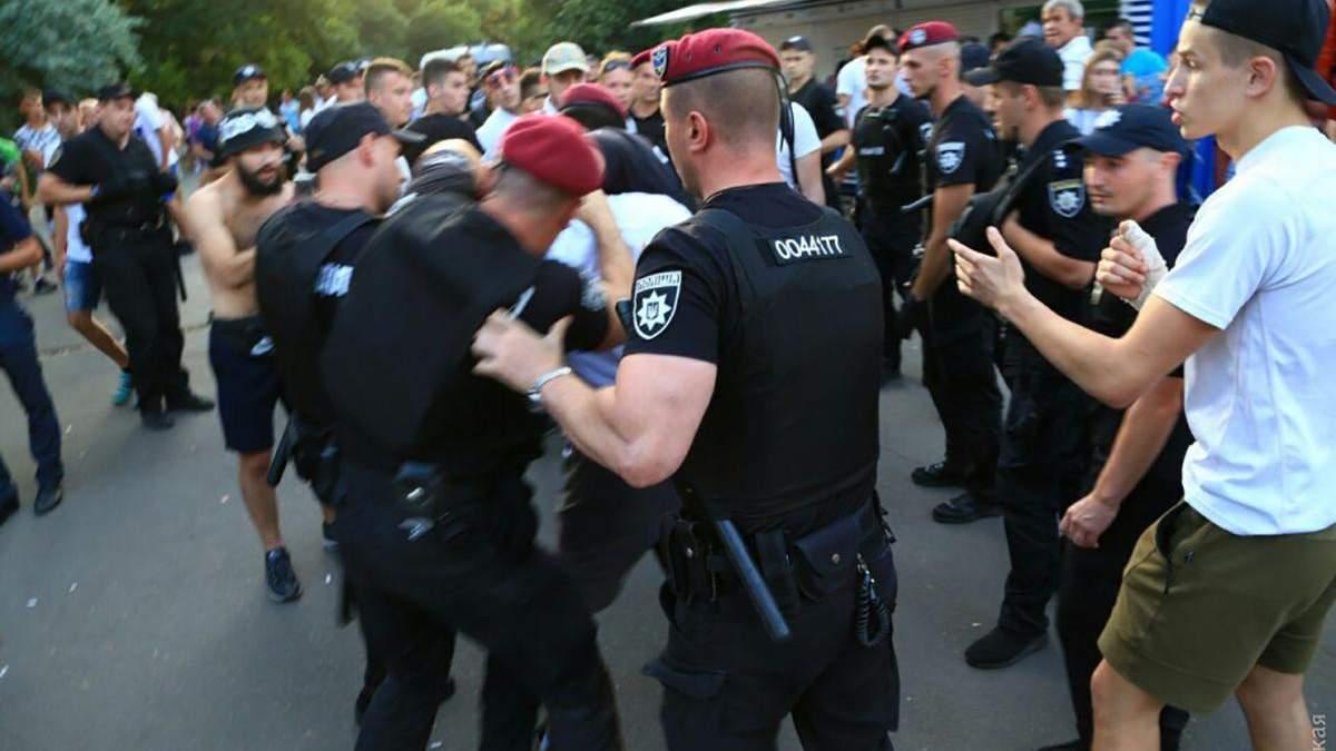 Задержание болельщиков перед матчем за Суперкубок в Одессе