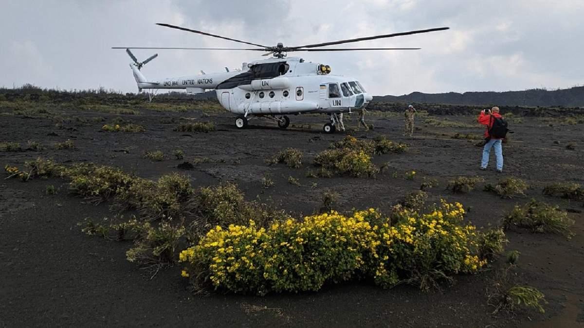 Украинские миротворцы осуществили посадку вертолета на самый активный вулкан Африки