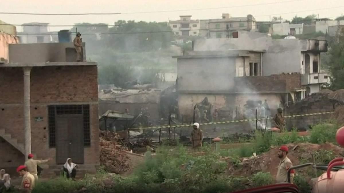 Авиакрушение в Пакистане привело к смерти 19 человек