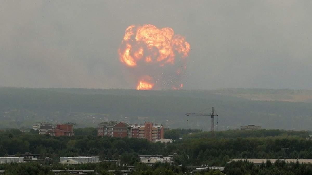 В результате взрывов на военных складах под Ачинском пострадали 12 человек