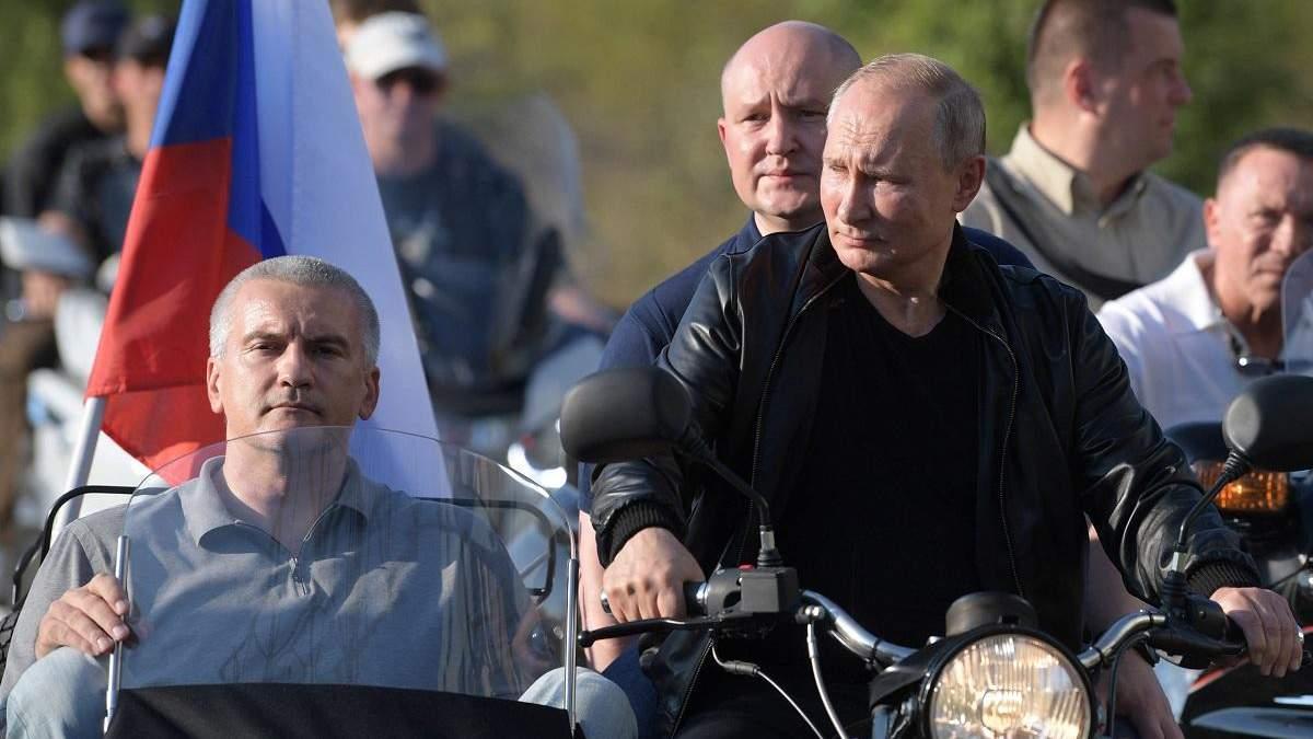 Путин поехал в Крым тогда, когда в Москве продолжались массовые протесты против него