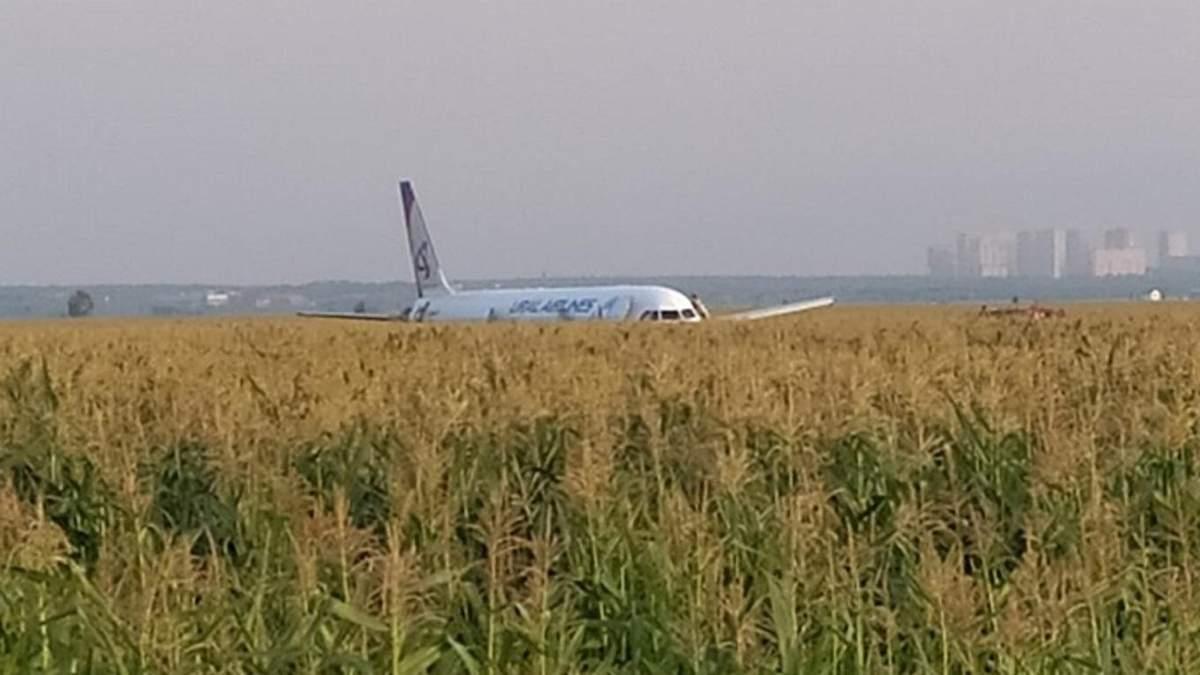 Российский самолет, аварийно севший в Подмосковье