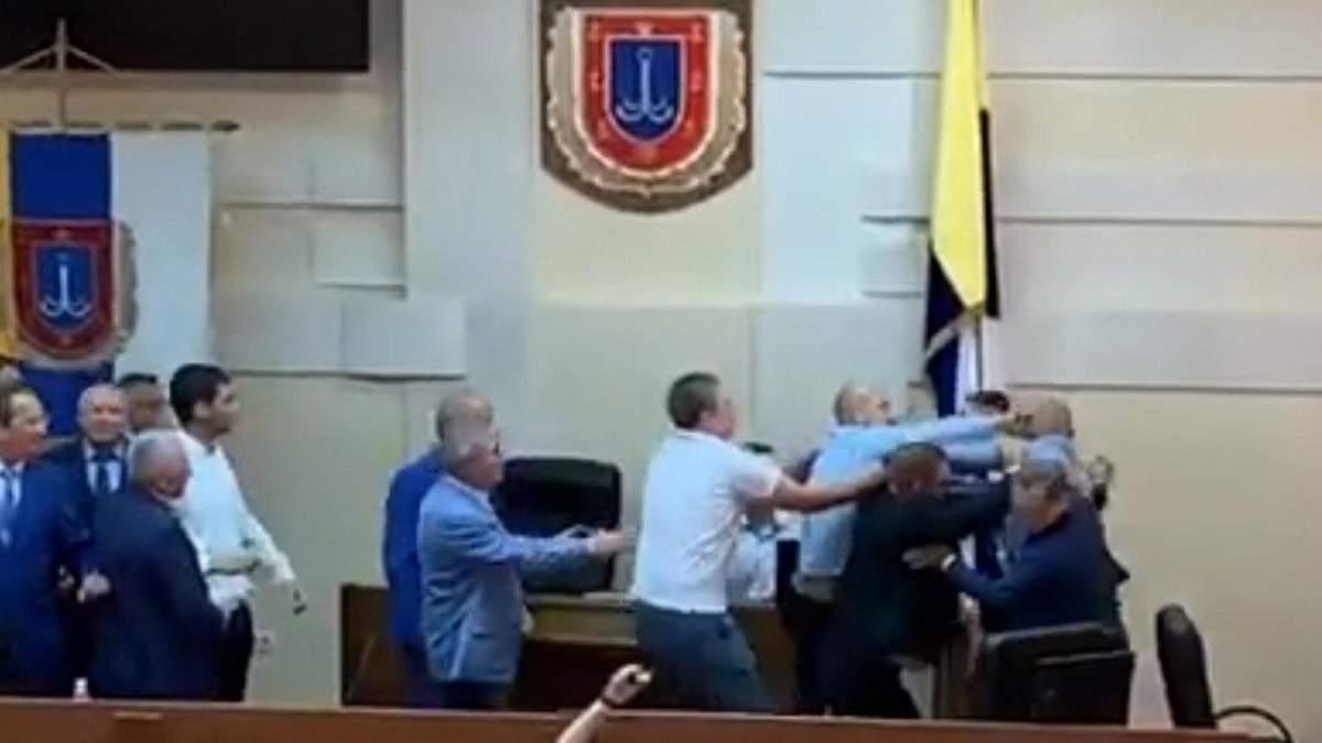 Депутати влаштували бійку на сесії Одеської облради: відео