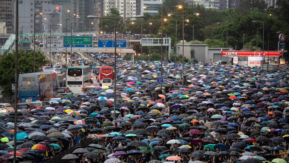 Четверть жителей Гонконга вышли на акцию протеста