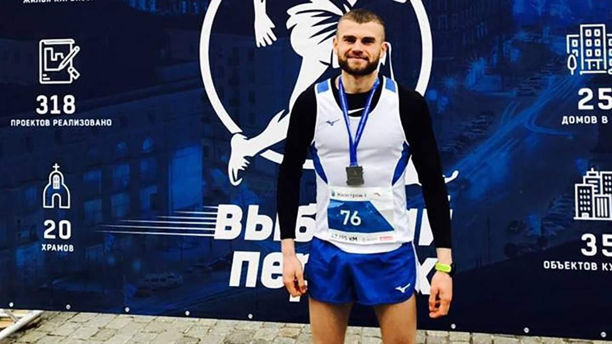 Боєць, який був прикутий до ліжка, пробіг марафон у 100 кілометрів: фото, відео