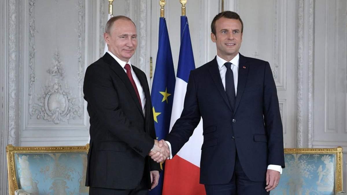 Макрон думає над тим, аби зняти санкції з Росії: зустріч Путіна з президентом Франції