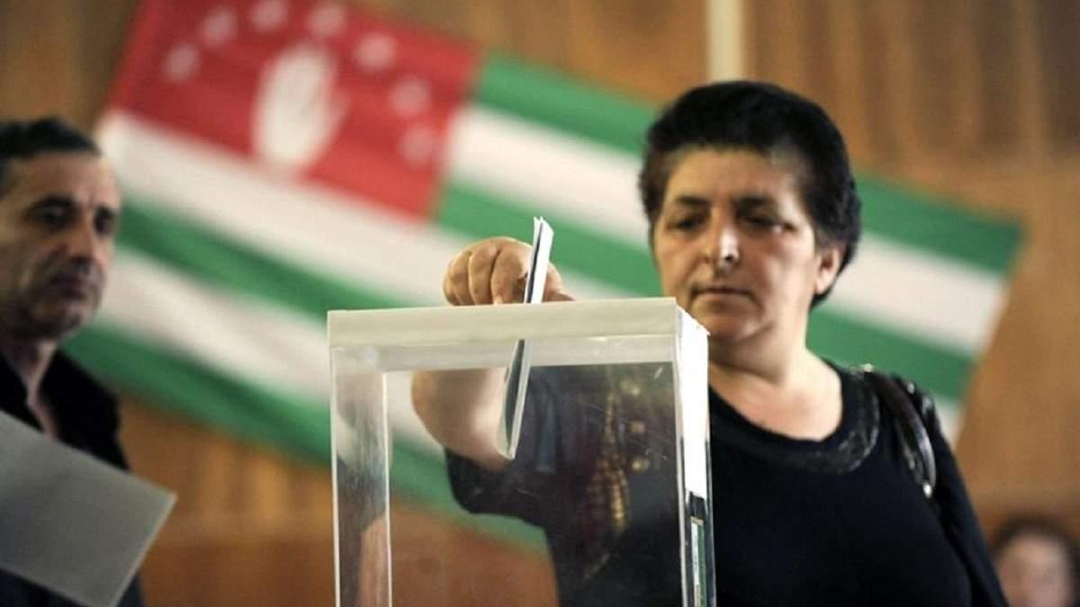 """Росіяни проводять """"вибори"""" в окупованій Абхазії: Україна відмовилась їх визнавати"""