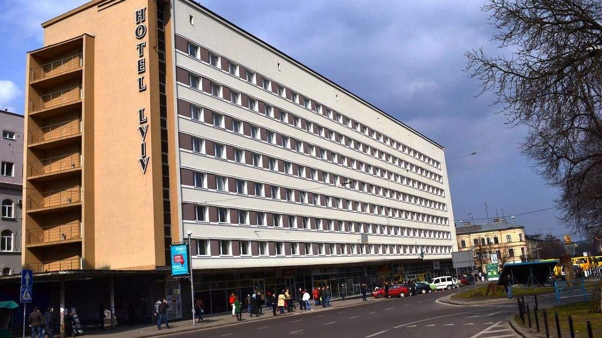 В центре Львова возле отеля нашли заряженный гранатомет