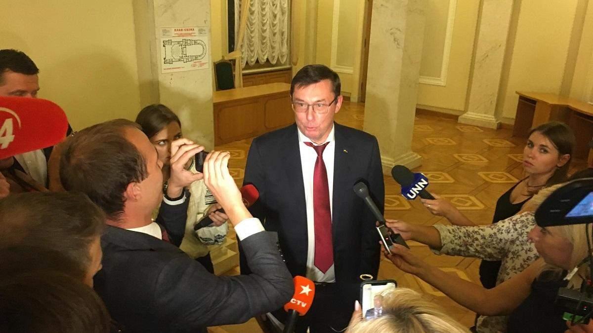 Юрий Луценко планирует создать благотворительный фонд поддержки украинской книги