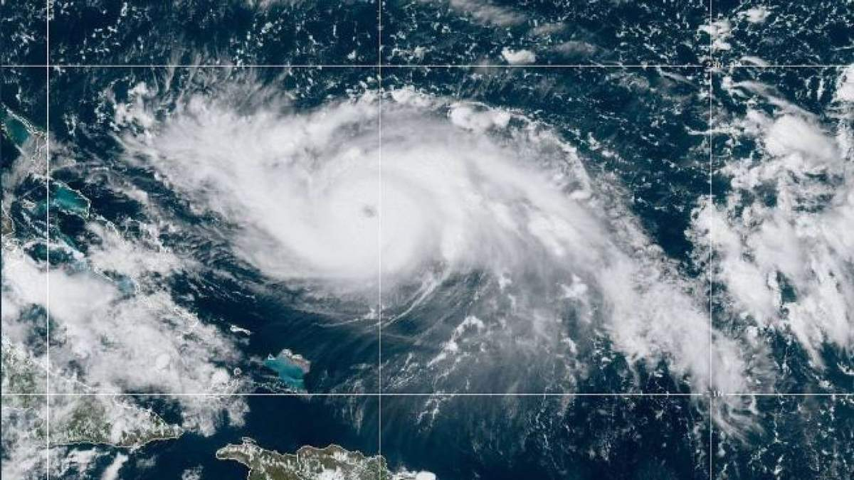 Мощный ураган Дориан надвигается на США