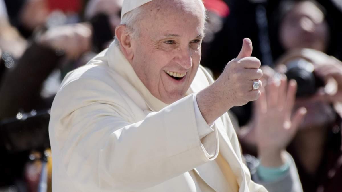 Папа Франциск застрял в лифте