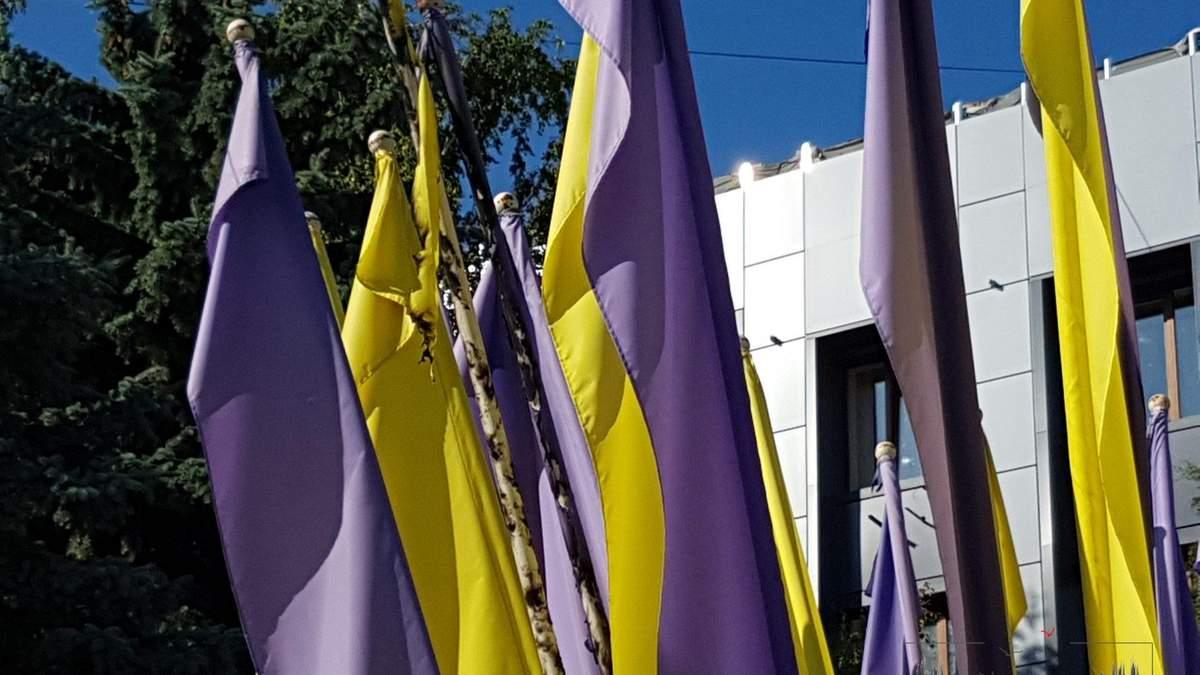 В Бахмуте подожгли украинские флаги