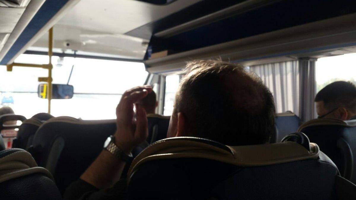 Россиян, которых обменяют на украинцев, привезли в Борисполь: фото, видео