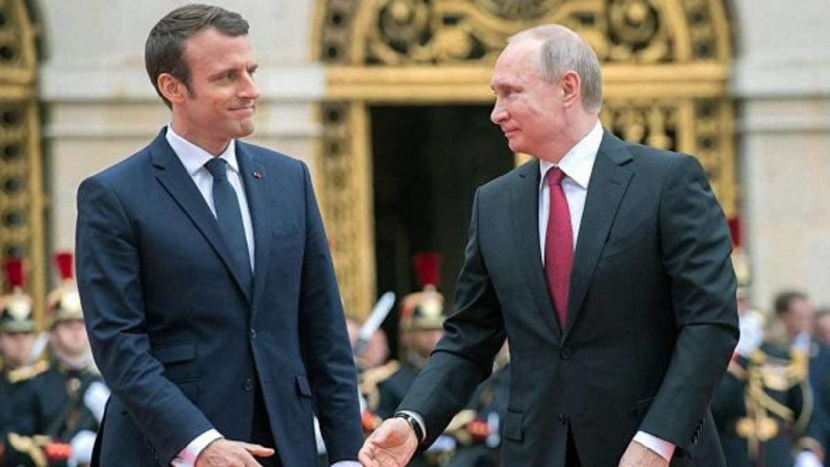 """Путин рассказал Макрону, что хочет закрепления """"формулы Штайнмайера"""""""