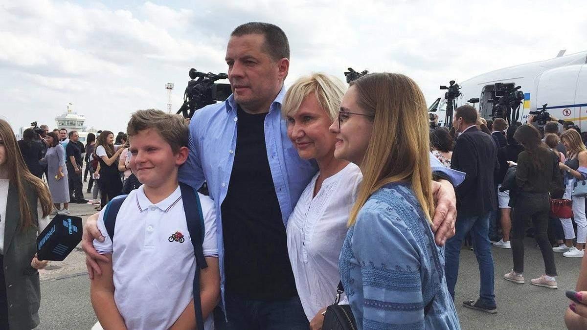Перед поверненням в Україну Сущенка поспіхом етапували рейсовим літаком