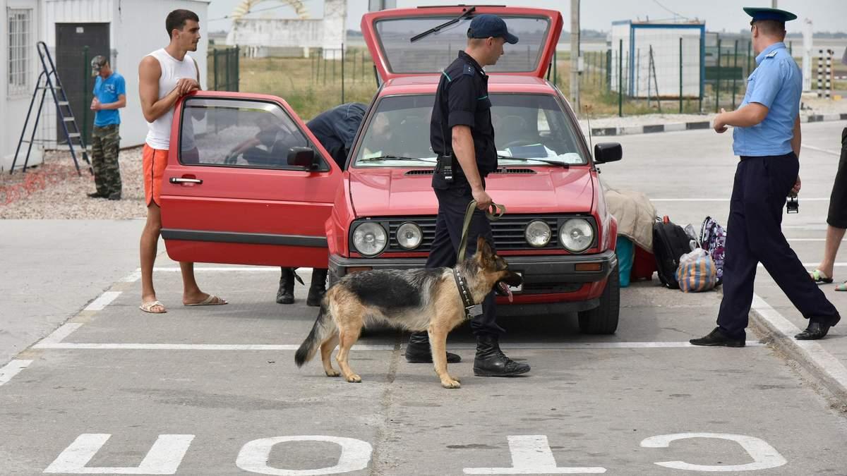 На админгранице с Крымом задержали украинцев