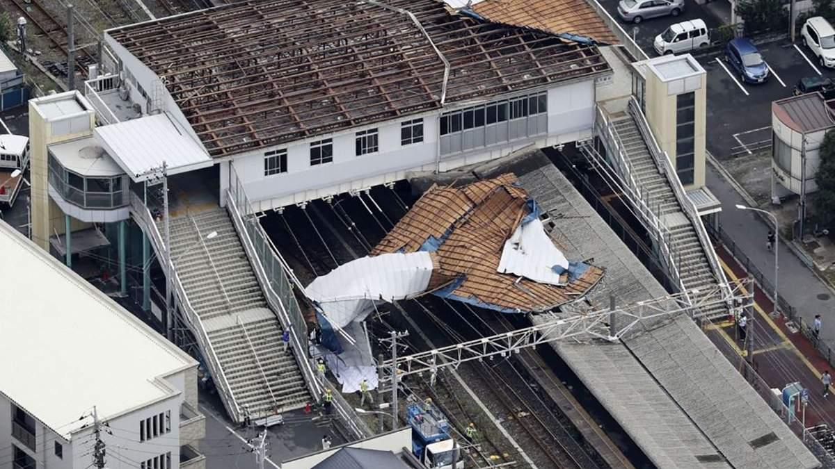 Знищена тайфуном станція метро у Токіо