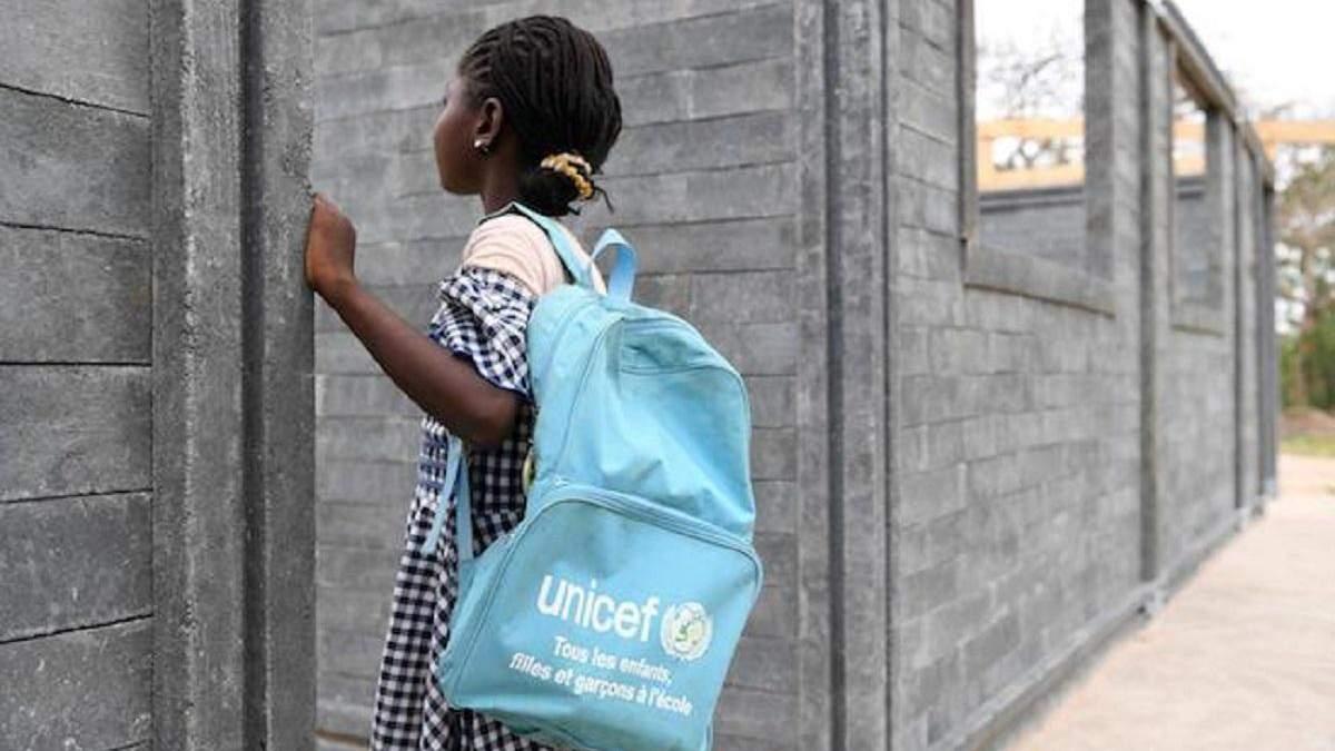 Кот-д'Івуар будує школи з цегли, що зроблені з пластикових відходів