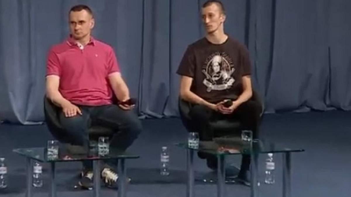 Сенцов и Кольченко во время пресс-конференции