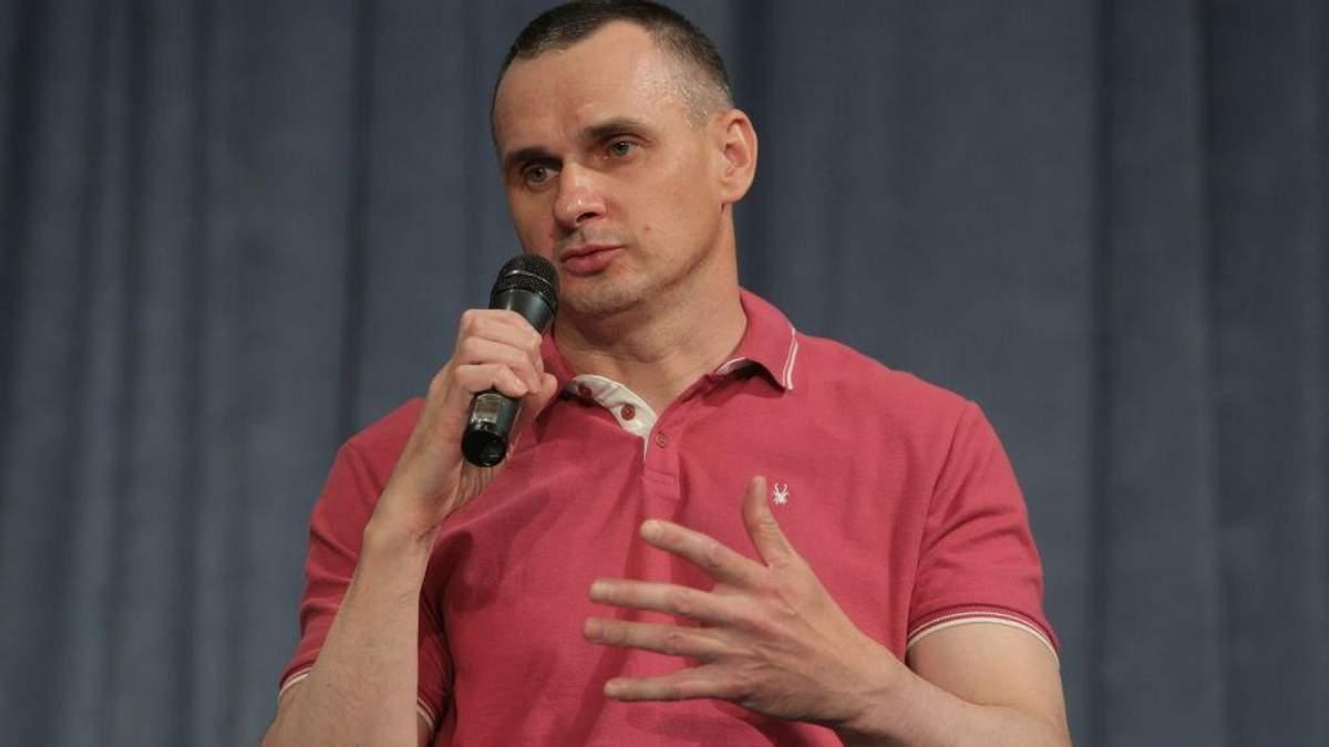 Олег Сенцов во время первой пресс-конференции в Киеве