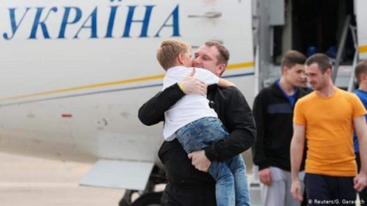Українцям звільненим з полону виділять по 100 тисяч гривень