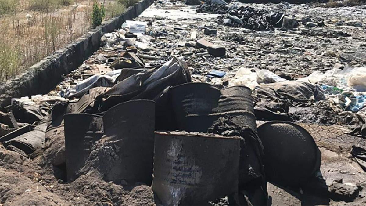 Компанія вивозила небезпечні відходи на звичайне звалище