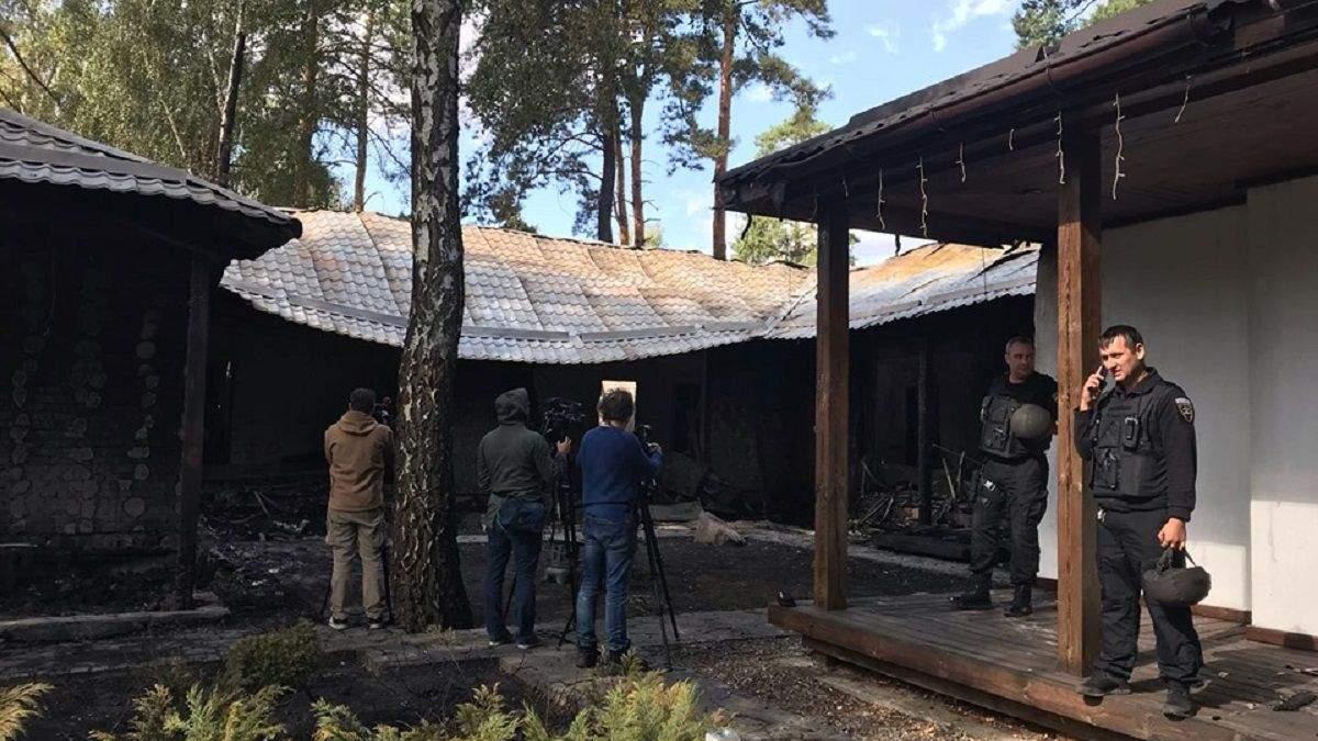 Підпал дому Гонтаревої: поліція знайшла на згарищі світло-шумову ракету