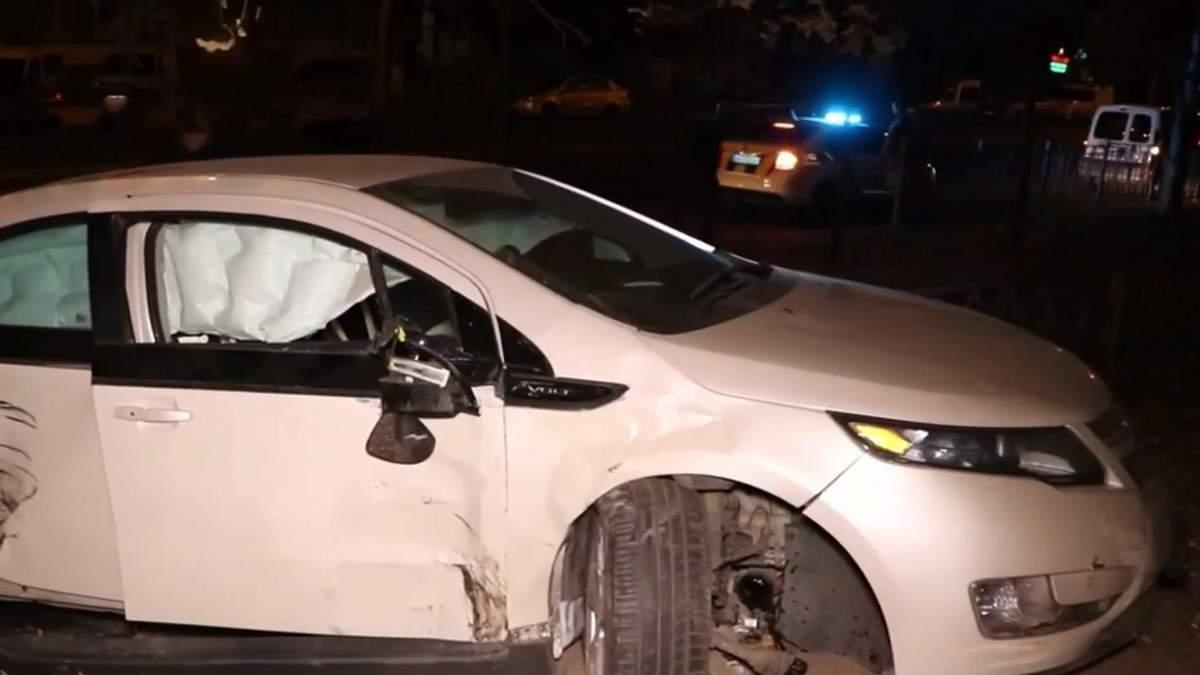 П'яний працівник СТО влаштував перегони з поліцією та розбив чуже авто: відео