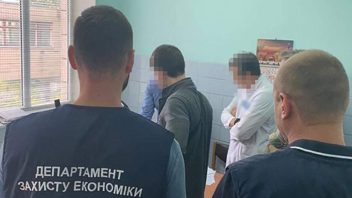 Правоохоронці викрили лікарів ще 16 серпня